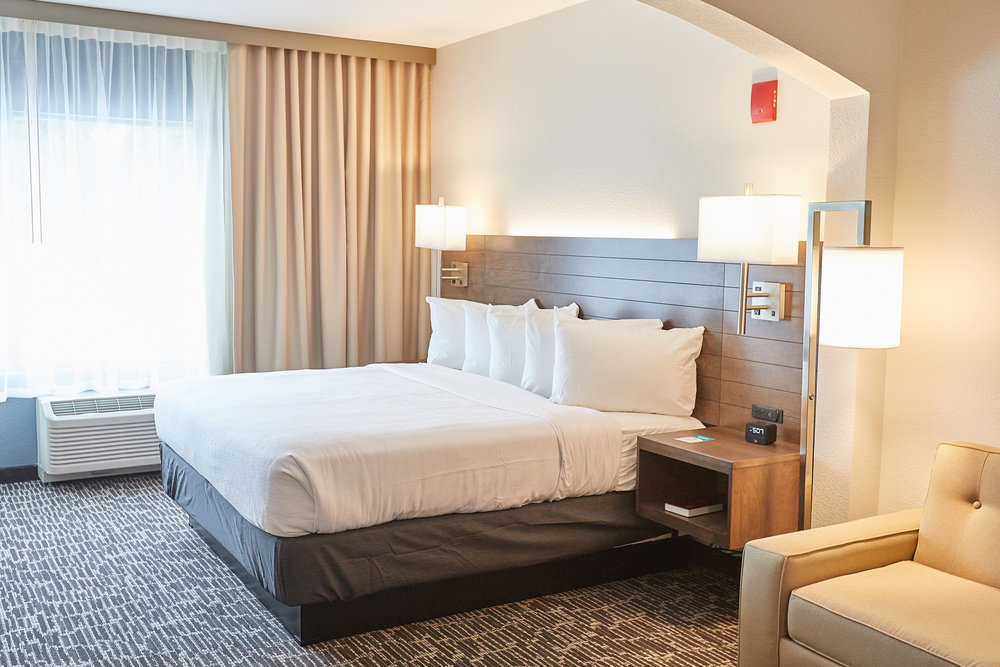 Gundersen Hotel and Suites - King Executive Studio Room, King Sized Bed.