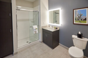Gundersen Hotel and Suites - Bathroom.